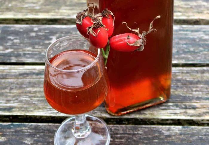 Рецепты, как приготовить домашнее вино из шиповника — изучаем основательно