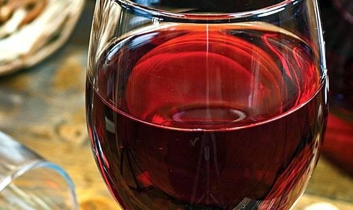 Вино из красной смородины в домашних условиях: простое с водкой, как сделать с перчаткой, приготовление сухого вина