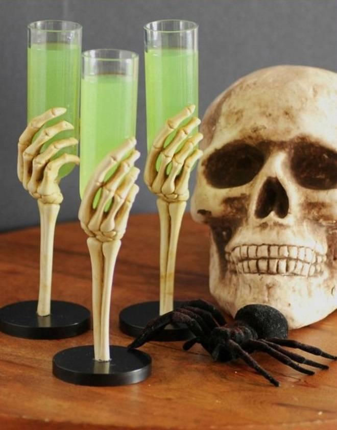 Украшения коктейлей на хэллоуин. зловещие безалкогольные коктейли на хэллоуин