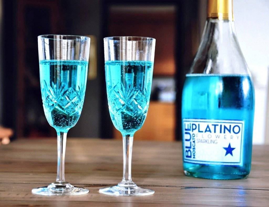 Голубое вино: особенности и цена игристого напитка необычного цвета, отзывы | mosspravki.ru