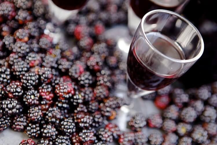 Как самому сделать ежевичное вино дома