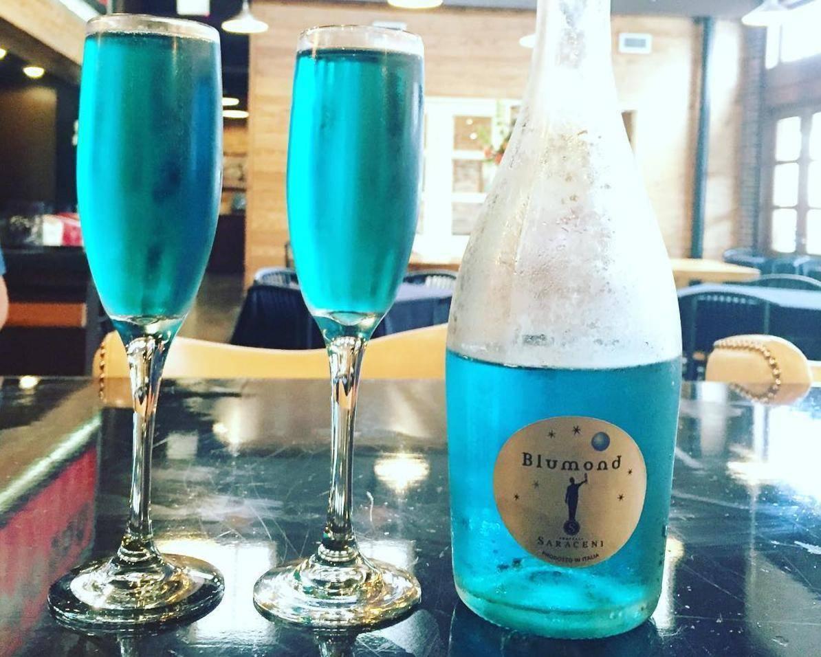Обзор голубого шампанского