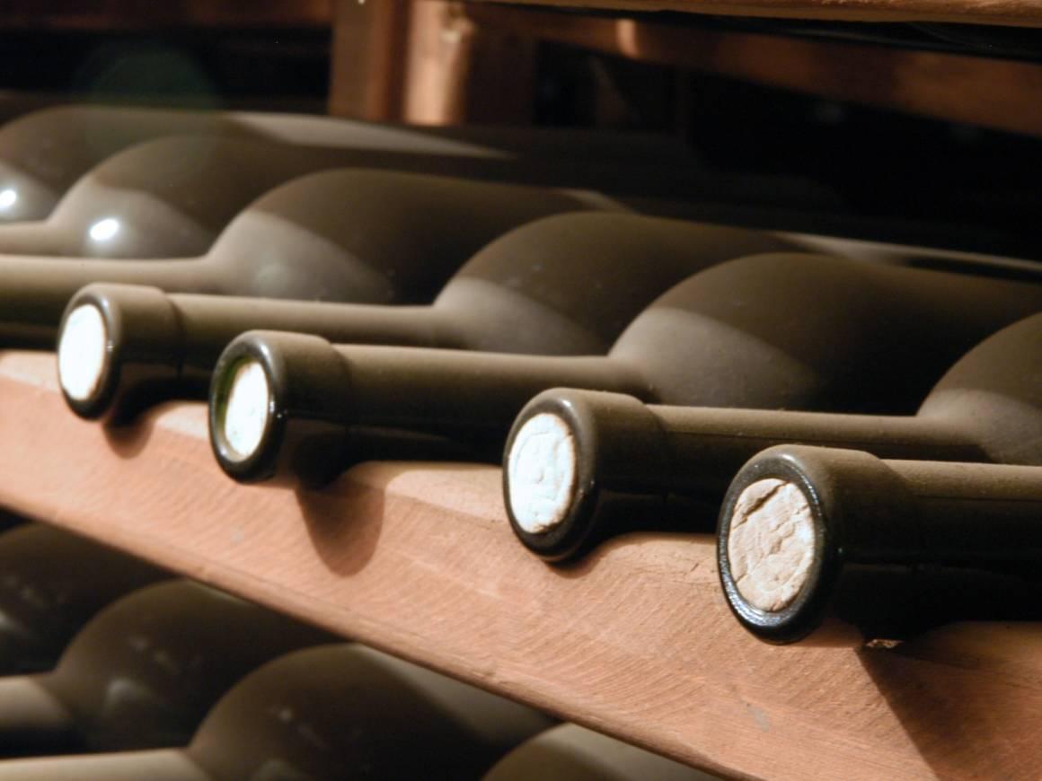 Разбор: как хранить вино в домашних условиях