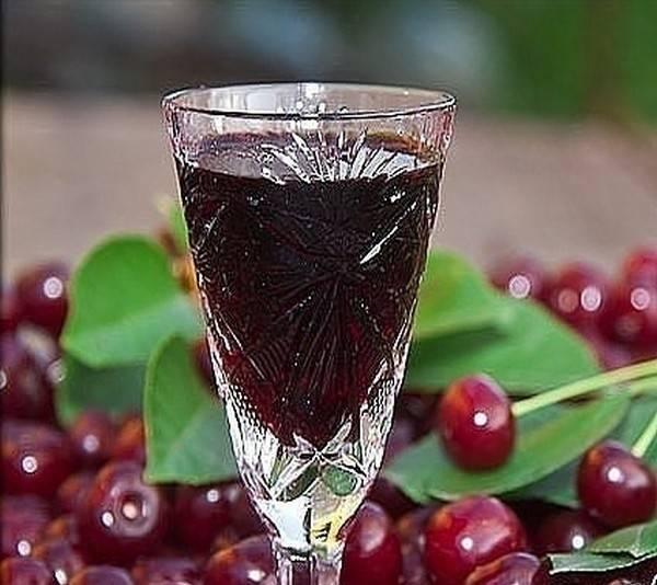 Рецепты вишневого ликера. как приготовить в домашних условиях?