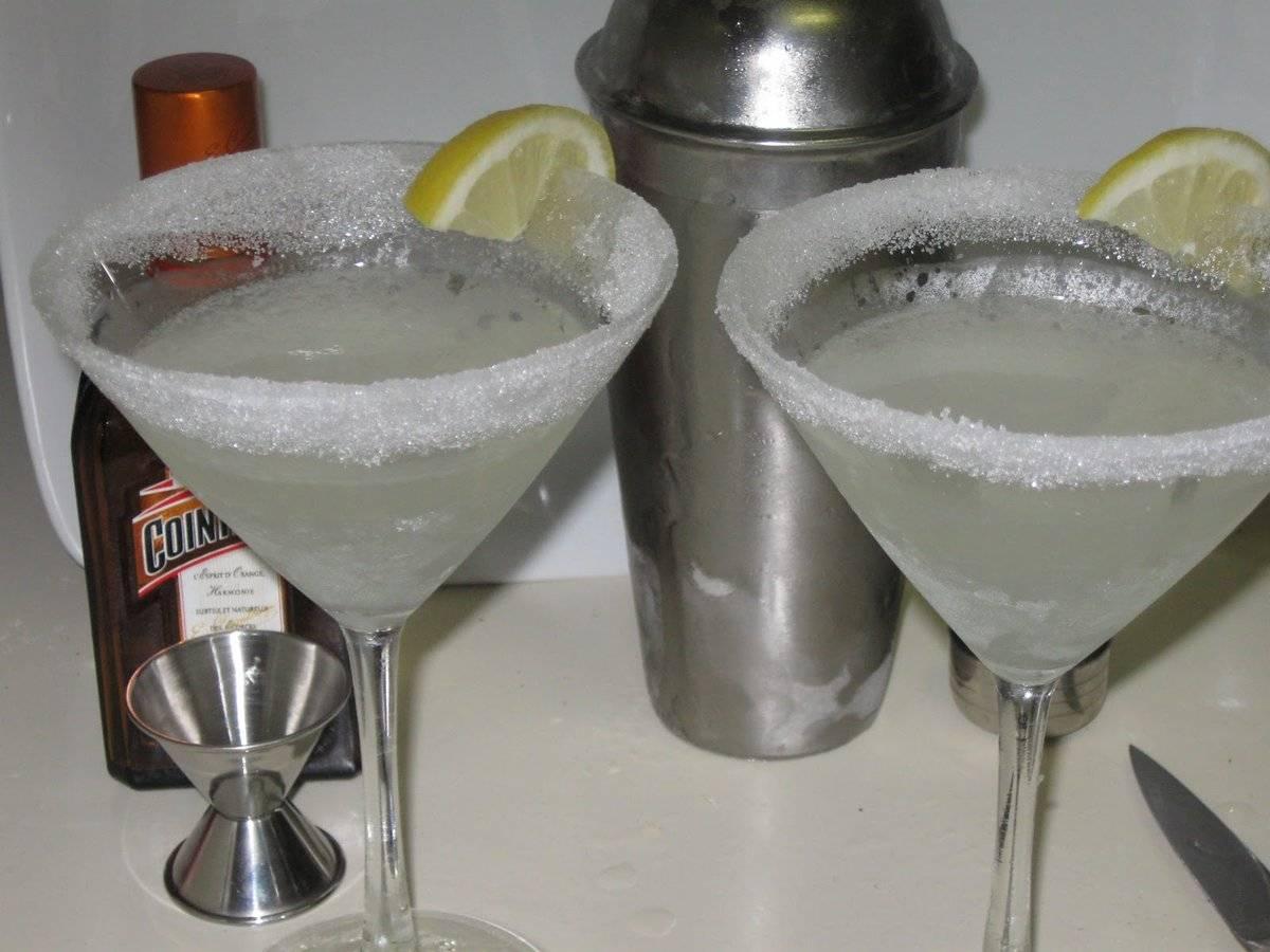 Алкогольные коктейли с водкой — популярные рецепты