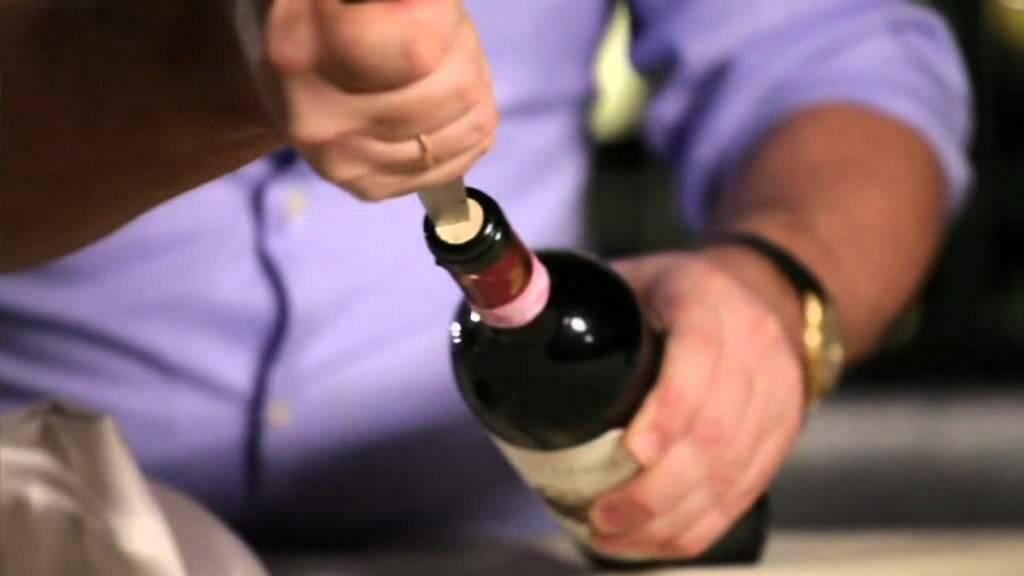 Как открыть вино без штопора: несколько способов при помощи ножа, вилки, зажигалки