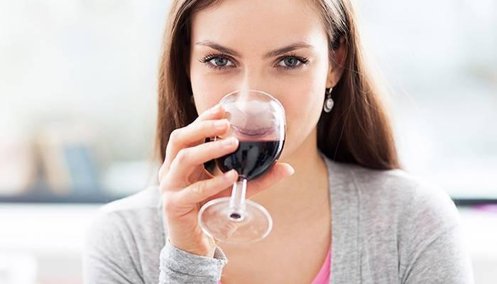 Красное вино повышает или понижает давление — влияние на показатели ад и можно ли пить при гипертонии?
