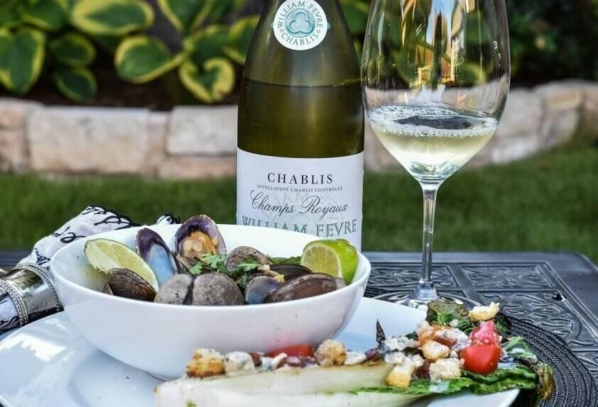 Шабли — вино из Франции, которое по-летнему освежает