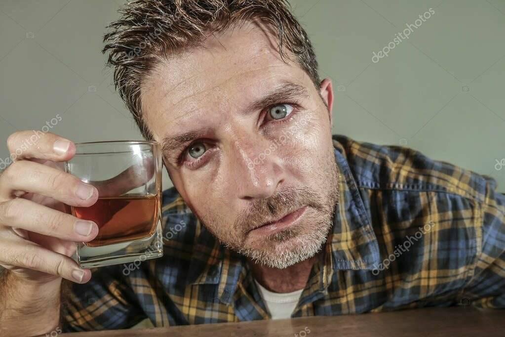 Признаки алкоголизма у мужчин, у женщин