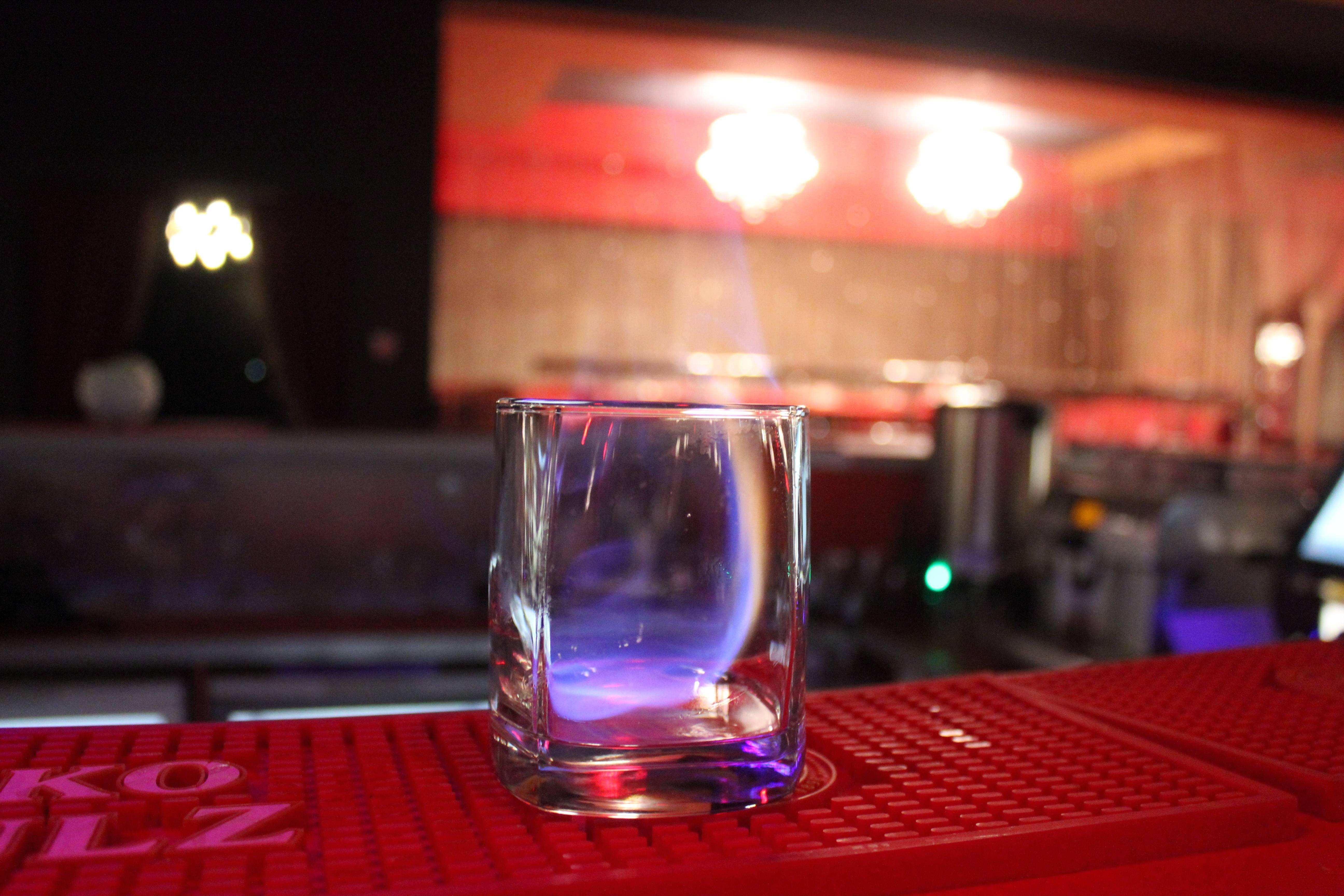 Как пить самбуку: с чем пьют ликер и правильные способы подачи в бокалах | mosspravki.ru