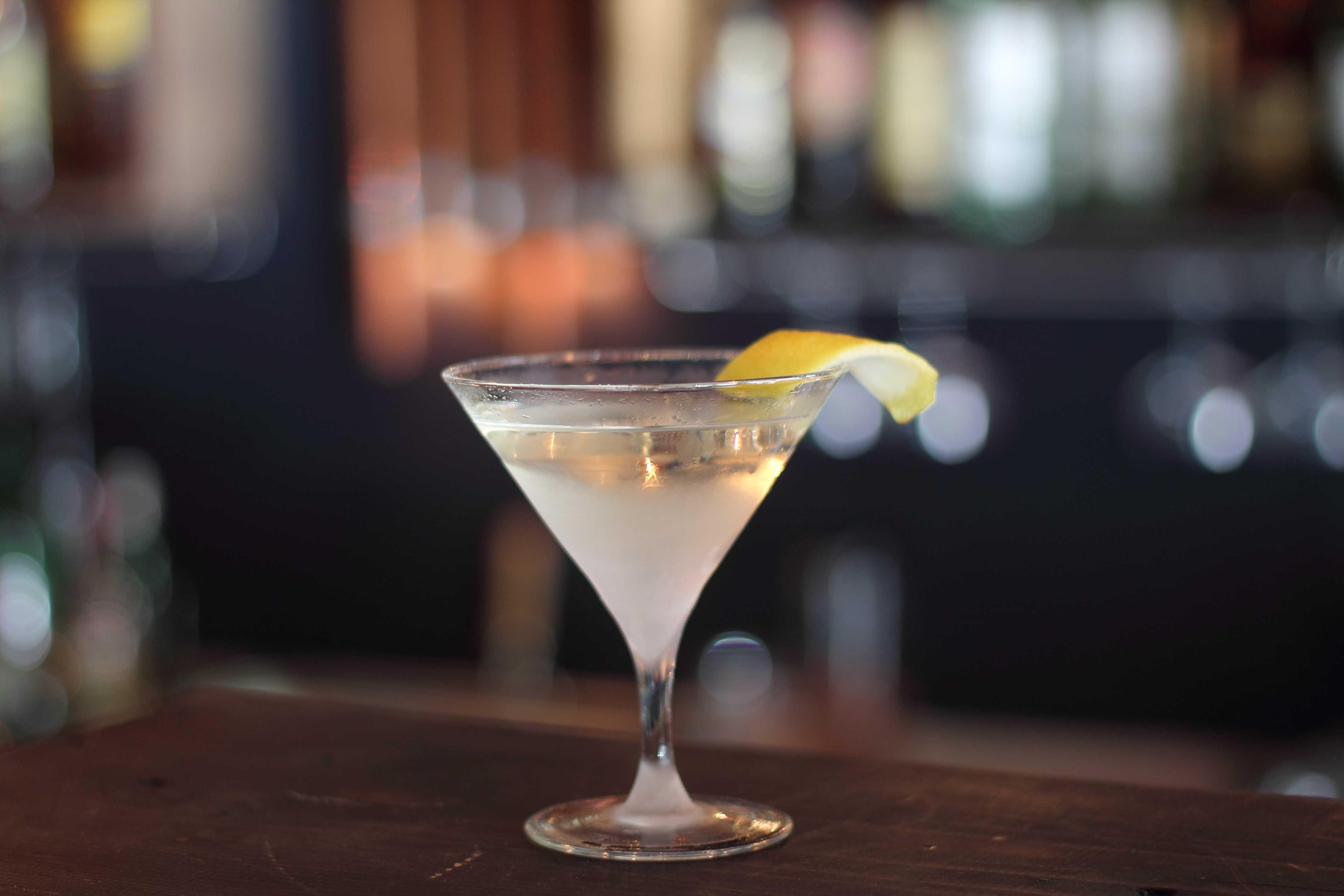 Как сделать коктейль на основе мартини?