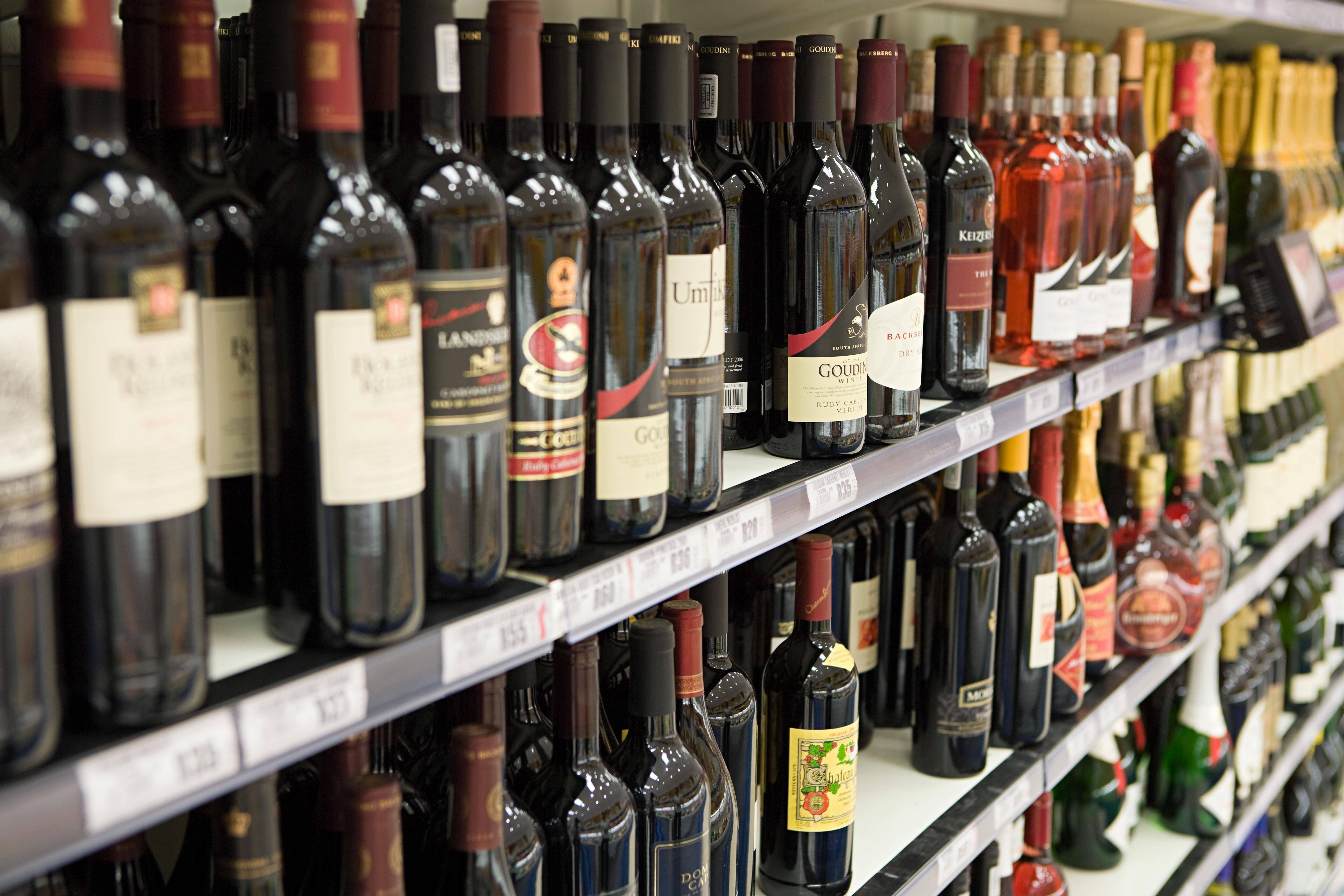 Как выбрать хорошее вино в магазине? советы от истинных ценителей