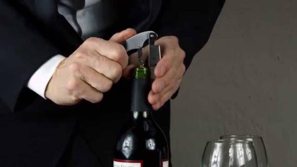 Как открыть бутылку вина без штопора: разные способы + фото и видео
