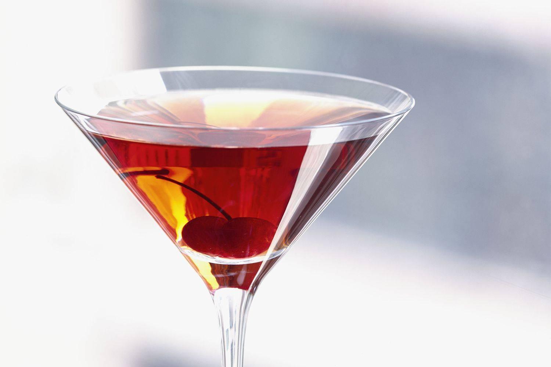 Коктейль манхэттен. классический рецепт алкогольный, безалкогольный, ингредиенты, история, крепость с виски, вермутом, бурбоном. фото