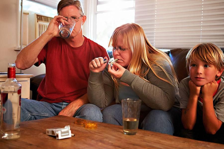 Алкоголик в семье: что делать, преодоление зависимости, психология