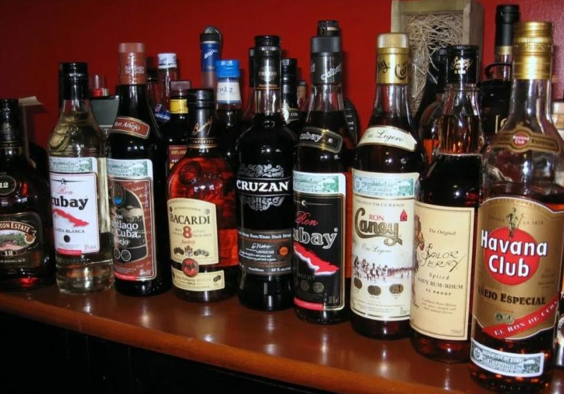 Как советуют правильно пить ром и коктейли с ним? - я узнаю...