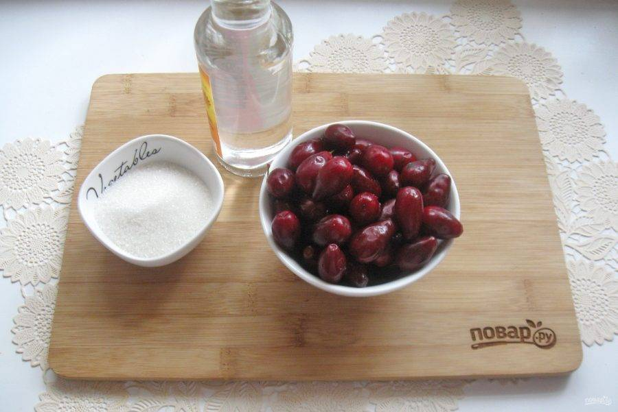Настойка на кизиле на самогоне — рецепт в домашних условиях
