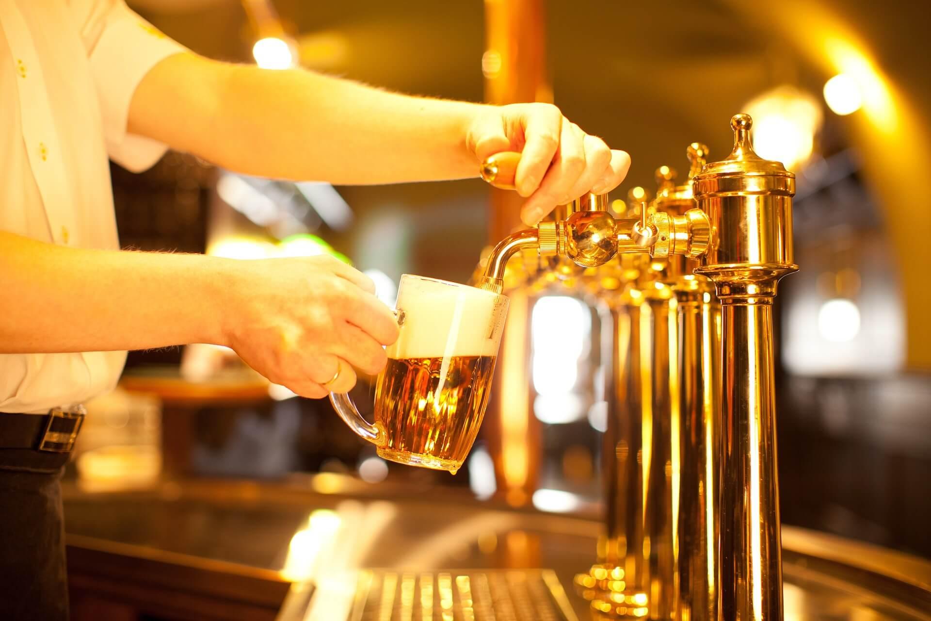 Магазины разливного пива не продают «в розлив»: новые разъяснения федеральных властей могут покончить с региональными запретами