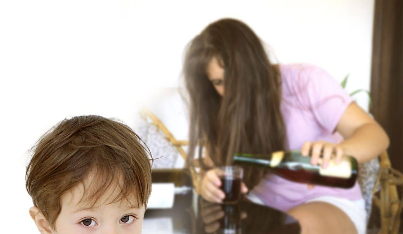 Родители пьют каждый день: куда обращаться несчастному ребенку?