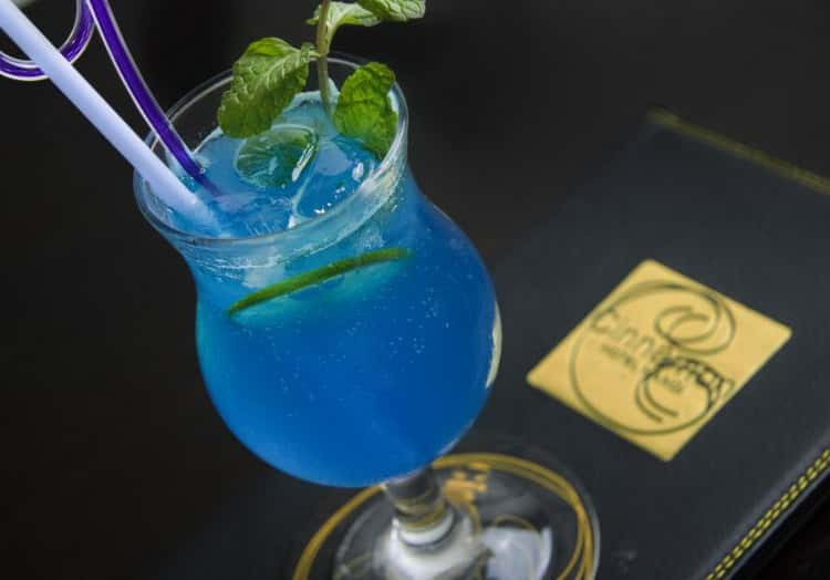 Как сделать коктейль голубая лагуна (blue lagoon) в домашних условиях