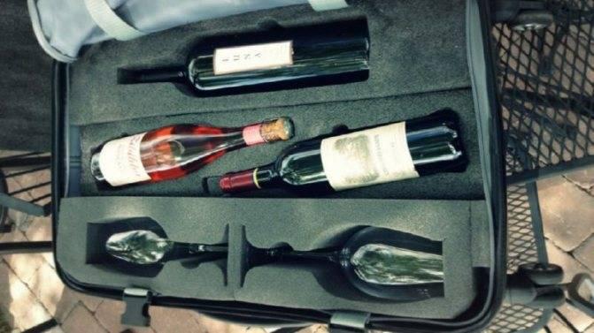 Алкоголь в самолете: распитие, провоз, нормы и таможня