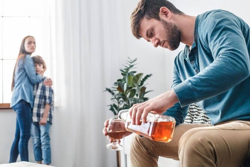 Пусть помогает себе сам? что делать с алкоголиком в семье