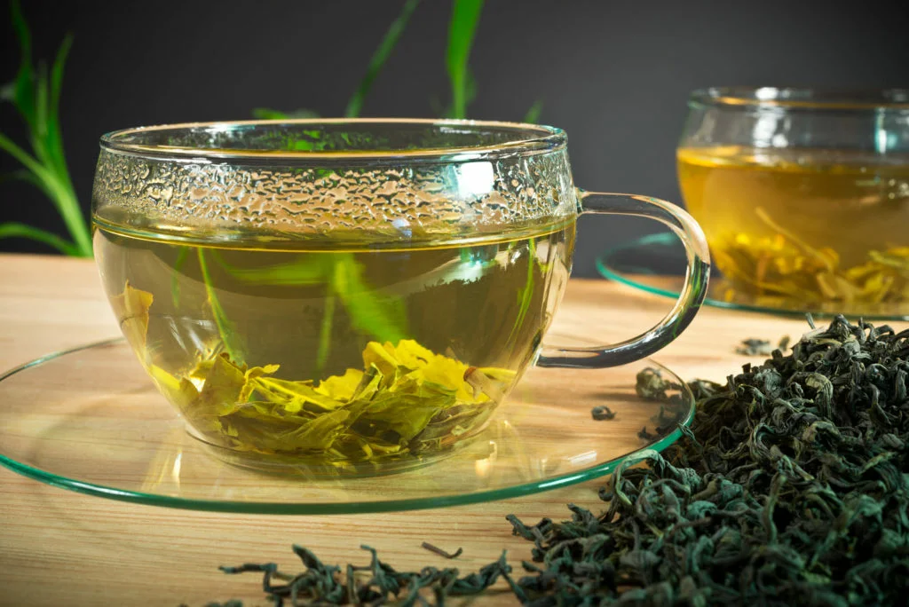 Крепкий зеленый и черный чай с алкоголем и при похмелье