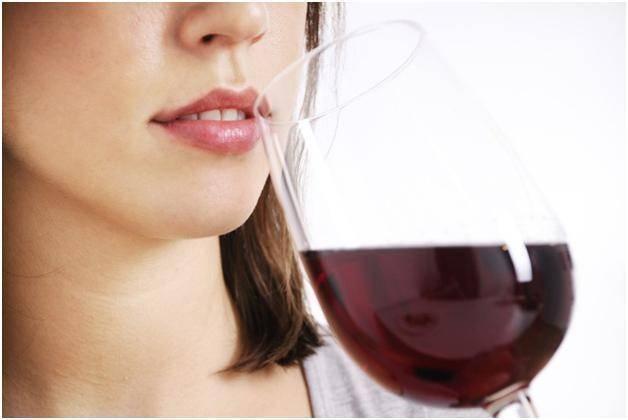 Вино (красное сухое, домашнее, белое, безалкогольное) при беременности: можно ли выпить немного на ранних сроках и в третьем триместре