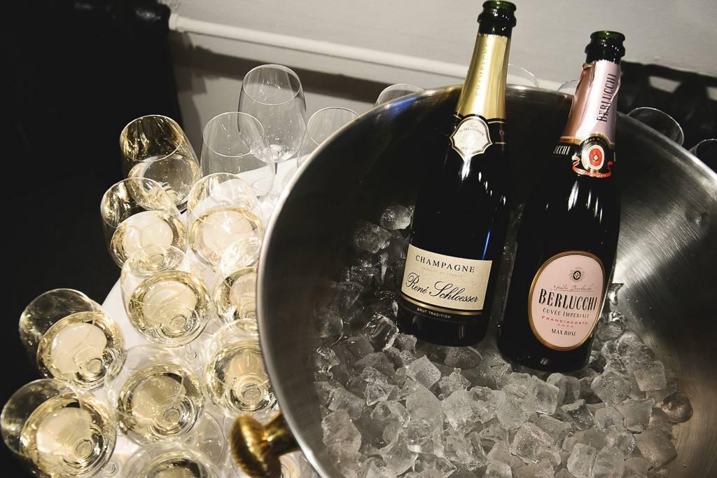 Как правильно пить шампанское: бокалы, температура, закуска, этикет