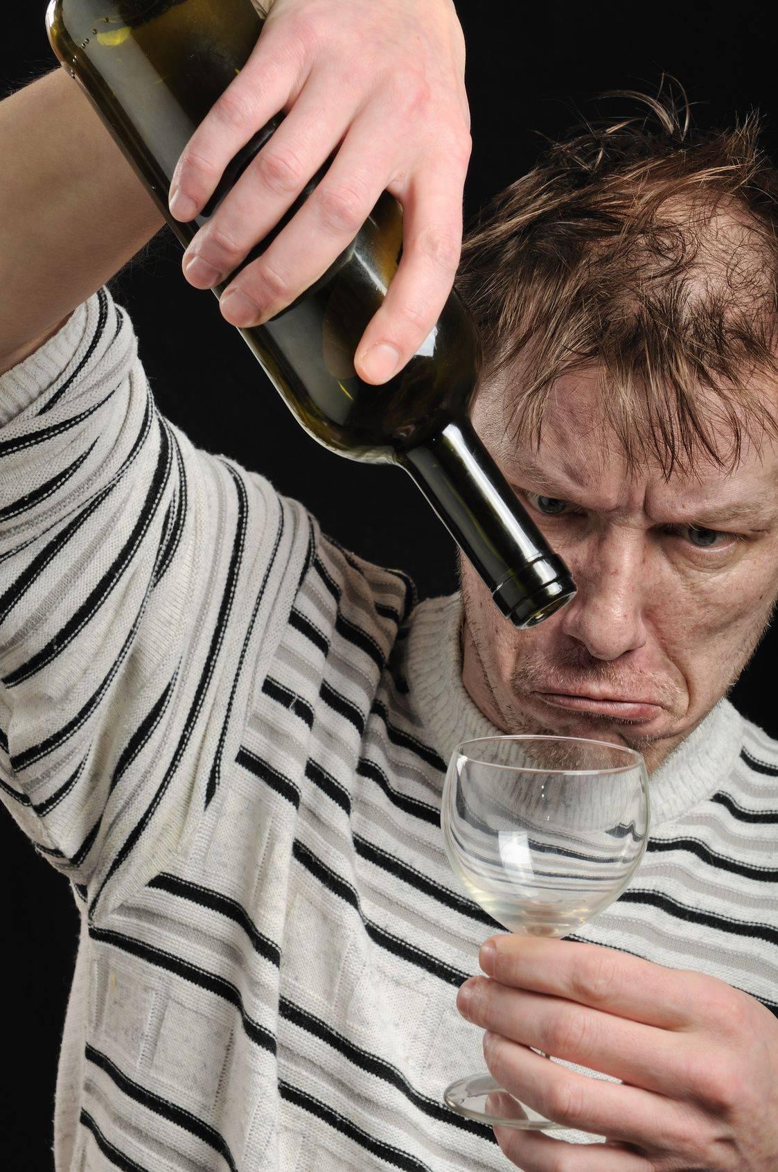 Как помочь алкоголику справиться с зависимостью - советы психологов