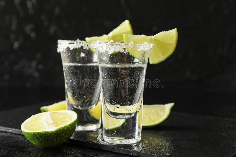 Как правильно пить текилу с солью и лимоном: лучшие способы
