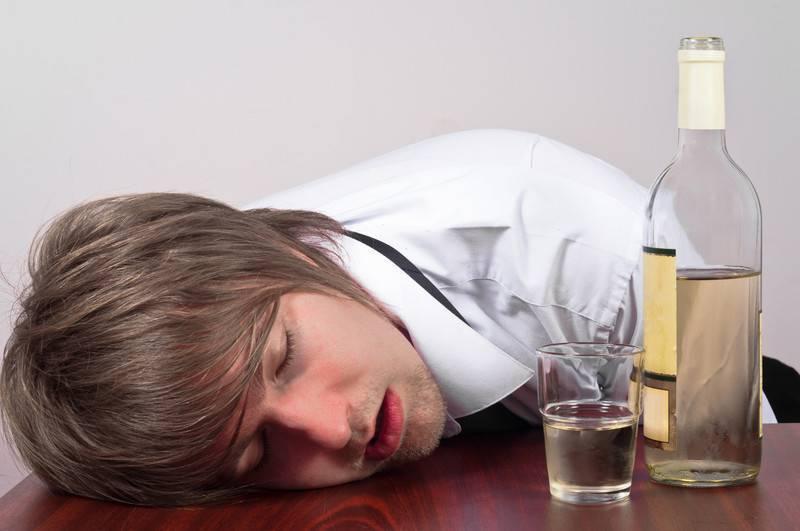 Агрессия при алкогольном опьянении: как быть с агрессивным человеком?