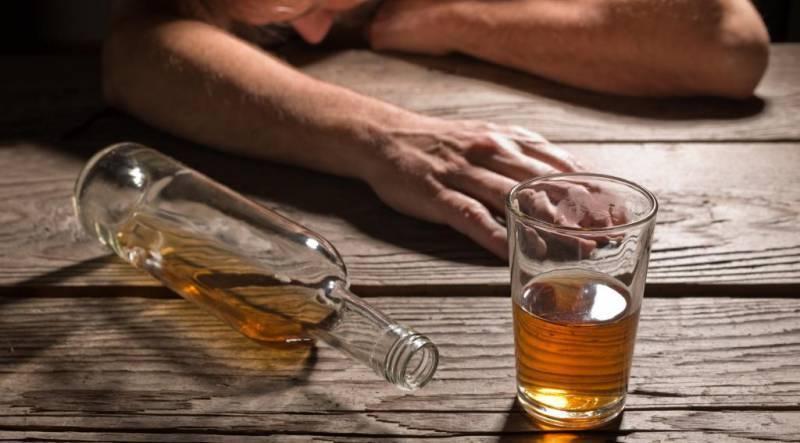 Трясет руки с похмелья после запоя: что делать, как избавиться от тремора?