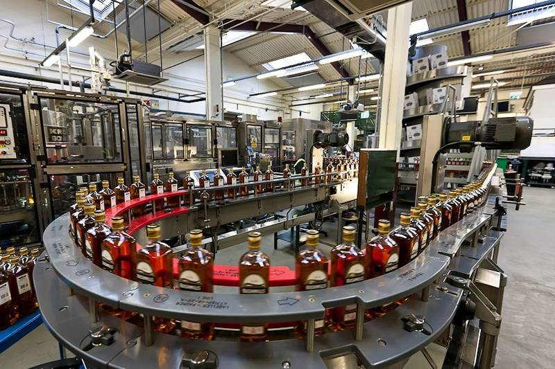 Как и из чего делают виски в промышленных масштабах? особенности изготовления в разных странах | про самогон и другие напитки ? | яндекс дзен