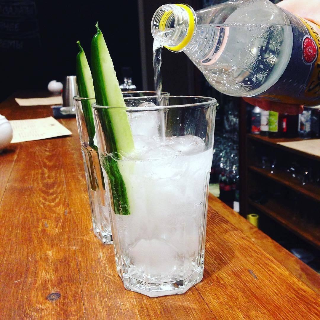 Как правильно пить джин: популярные способы употребления