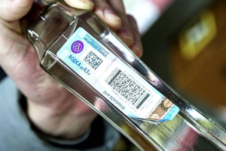 Как проверить качество водки: при покупке и дома