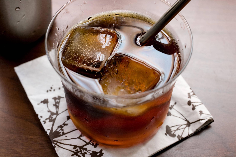 Коктейль черный русский рецепт изготовления black russian состав напитка коктейль в банке
