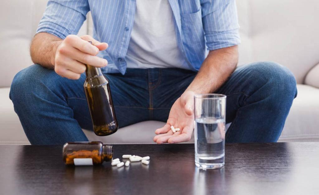 Снотворное и алкоголь: какой препарат можно совместить, последствия смешивания