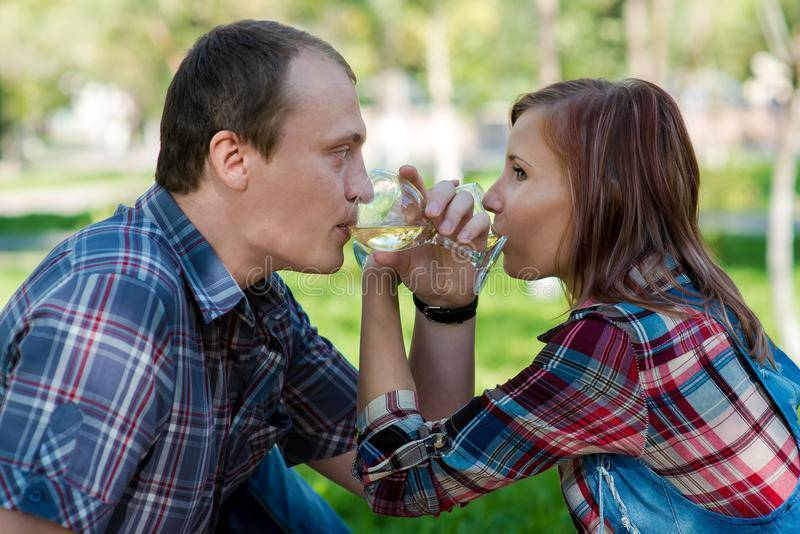 Что означает выпить на брудершафт? как правильно надо это делать?