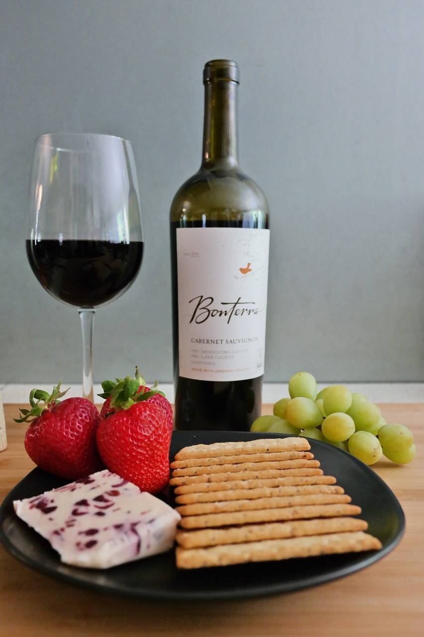 Как называется человек который дегустирует вино, винный дегустатор