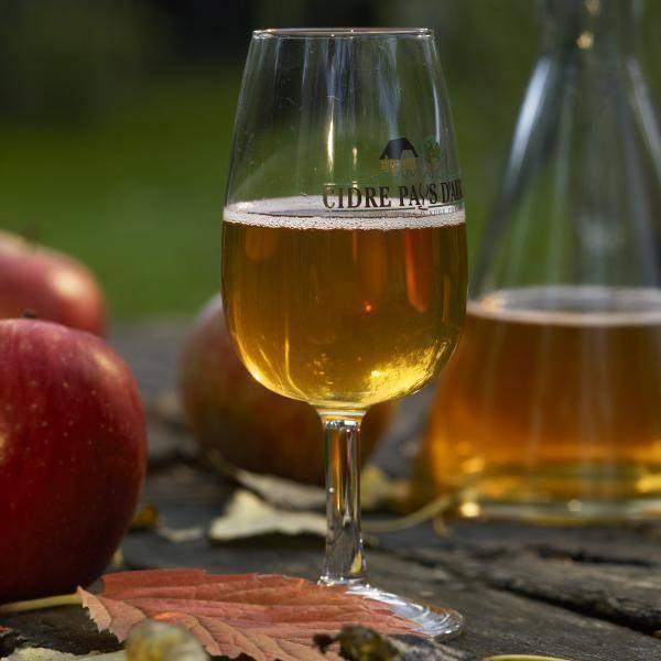 Как правильно пить кальвадос: история яблочного бренди, вкус и культура питья