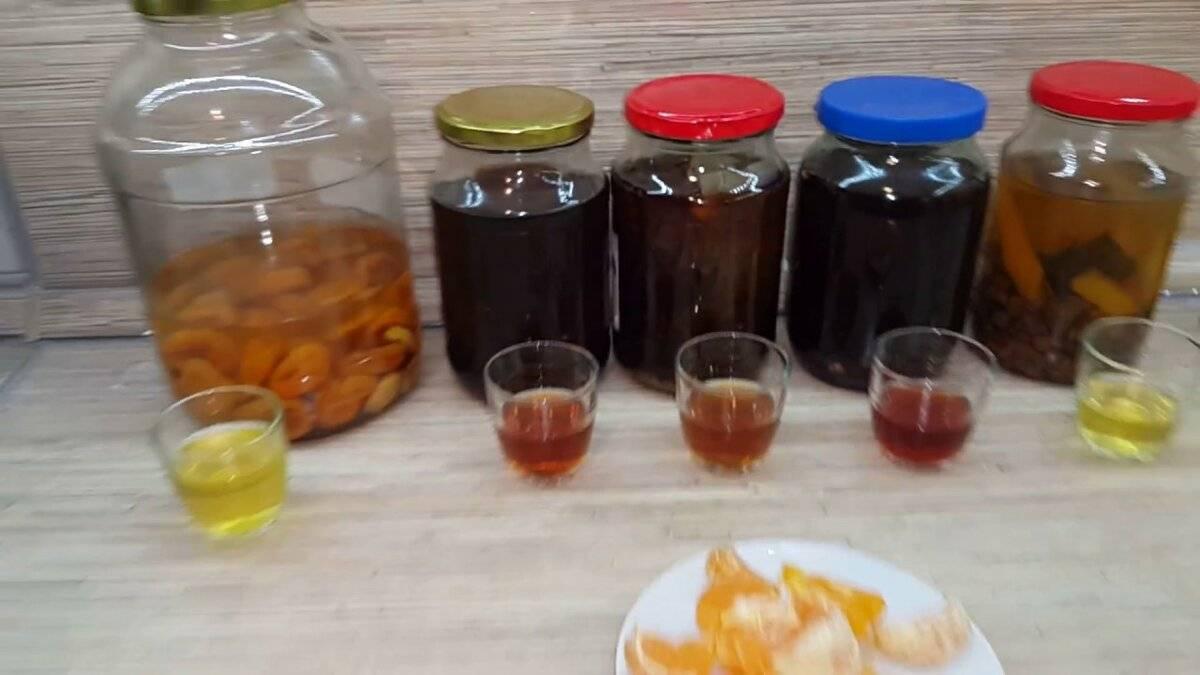 Как красить самогон чаем. узнайте, чем закрасить самогон, чтобы не было запаха спиртного. чем закрасить самогон чтобы получился коньяк