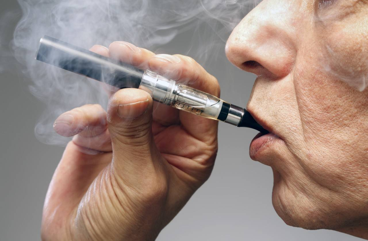 Кашель при вдыхании пара электронной сигареты