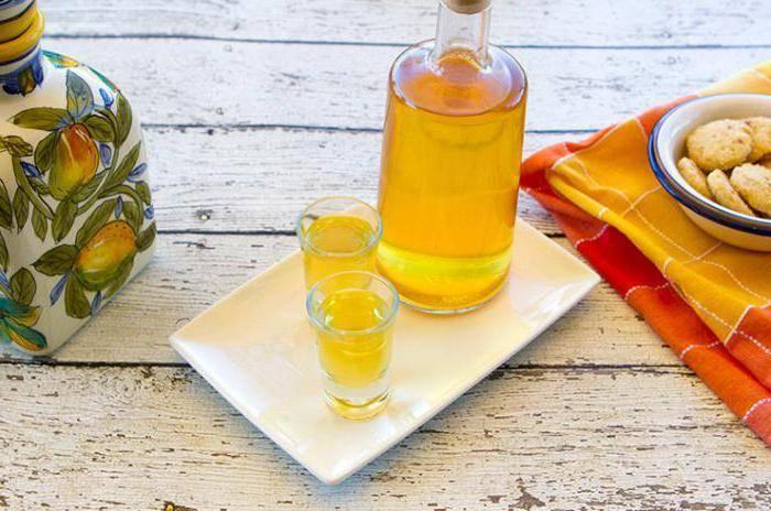 Абрикосовый ликер в домашних условиях. 5 рецептов.