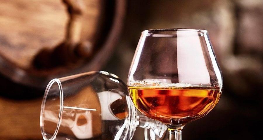 Как алкоголь влияет на показатели артериального давления — повышает или понижает его?