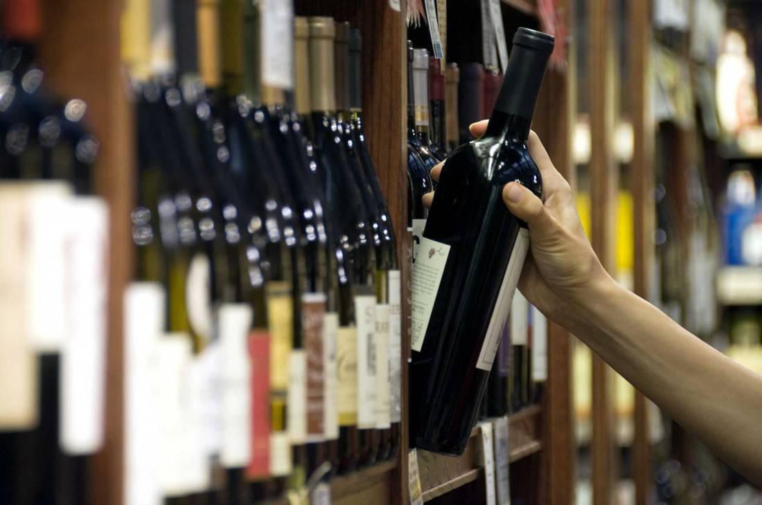 Как выбрать хорошее вино в магазине и правильно хранить. определение качества вина в домашних условиях.