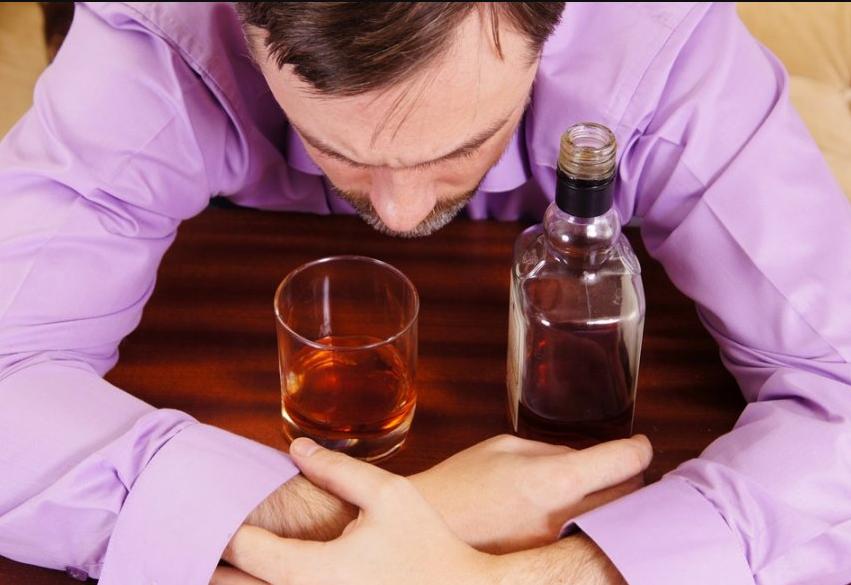 Какие есть алкогольные психозы и как они лечатся