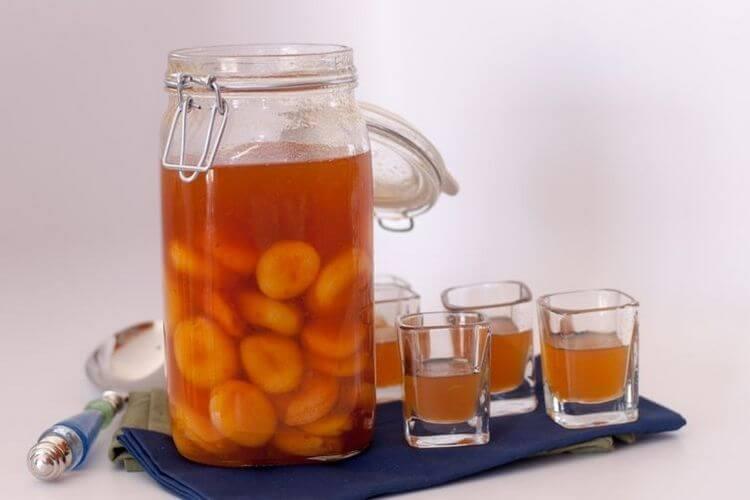 Проверенные рецепты алкоголя из абрикосов – через 14 дней у вас на столе чистый, ароматный напиток