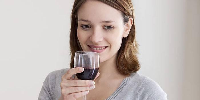 Можно ли беременным пить алкоголь: почему нельзя на ранних сроках и сколько разрешено употреблять безалкогольного шампанского во время беременности?