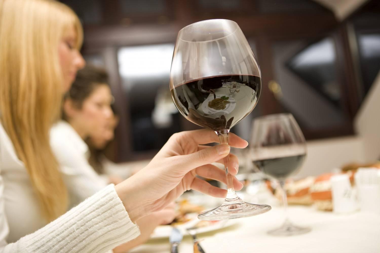 Как правильно пить вино: полезные советы. винный этикет - как правильно пить вино